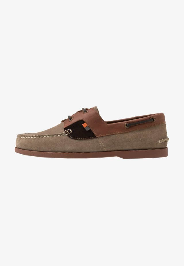 DRACO - Boat shoes - ecru/tan