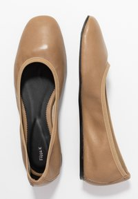Filippa K - REY FLAT - Ballerina - almond brown - 3
