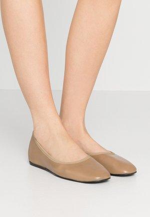 REY FLAT - Ballerinat - almond brown