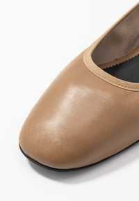Filippa K - REY FLAT - Ballerina - almond brown - 2