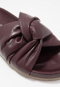 Filippa K - BREA  - Sandaler - burgundy - 2
