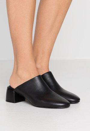 EMBER MULE - Pantofle na podpatku - black