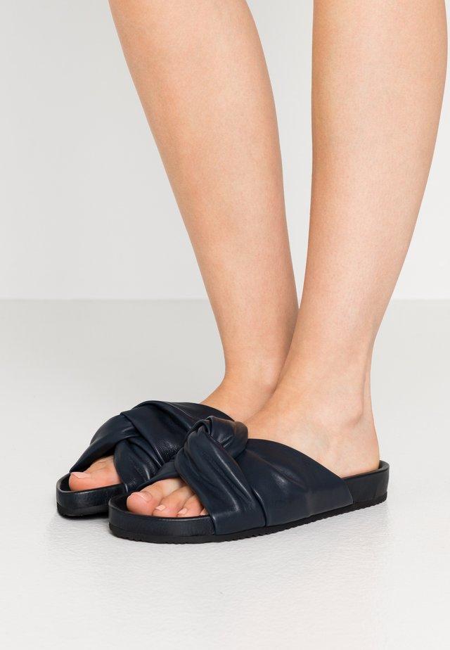 BREA  - Pantofle - navy
