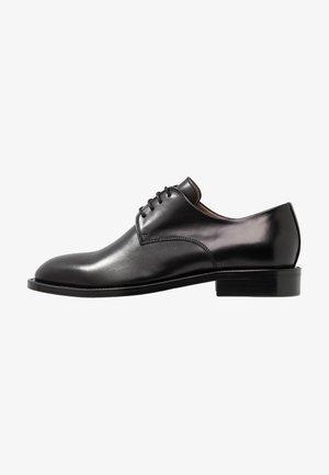 HARPER LACED SHOE - Šněrovací boty - black