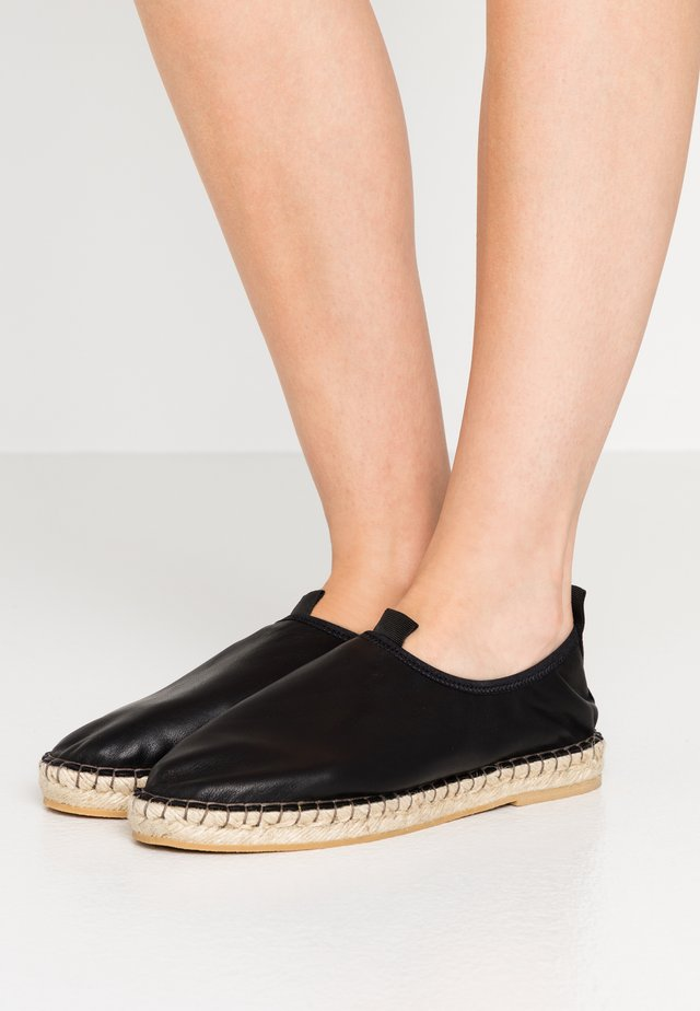JOANNA STRETCH  - Espadryle - black