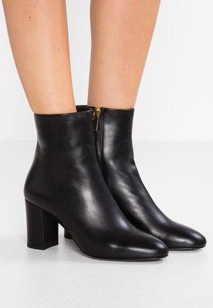 MIRANDA HIGH BOOTIE - Kotníkové boty - black