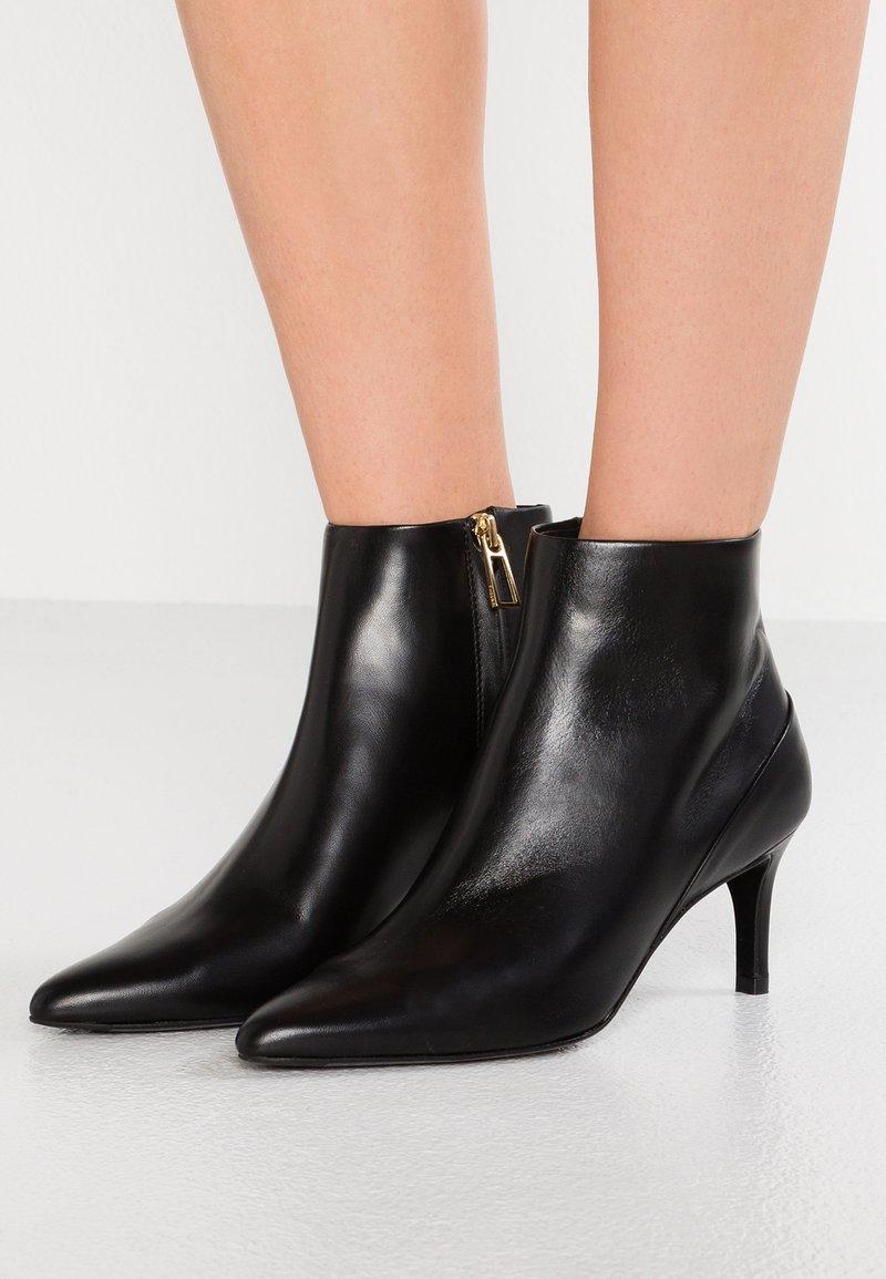 Filippa K - TARA POINTY BOOTIE - Boots à talons - black