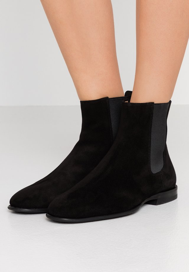 FALLON LOW CHELSEA BOOT - Stövletter - black