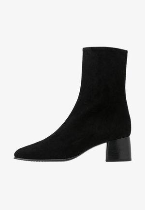 EILEEN BOOT - Kotníkové boty - black