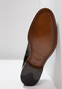Filippa K - NEIL DRESS SHOE - Derbies & Richelieus - black - 4