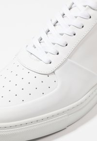 Filippa K - ROBERT MIX - Baskets basses - white - 5
