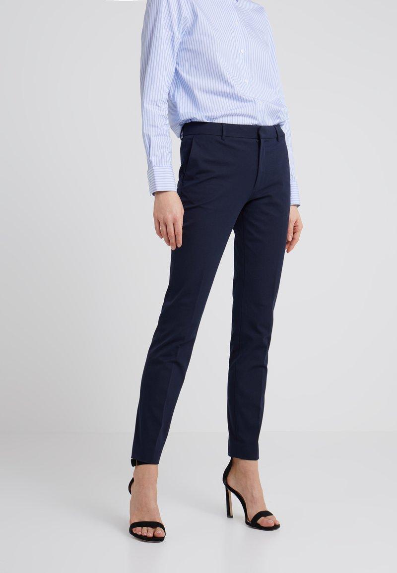 Filippa K - SOPHIA STRETCH TROUSERS - Spodnie materiałowe - navy