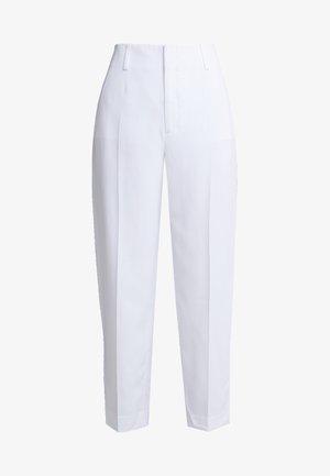 KARLIE TROUSERS - Pantaloni - white