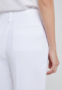 Filippa K - KARLIE TROUSERS - Bukse - white - 4