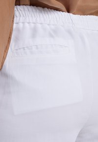 Filippa K - PHOEBE TROUSERS - Pantalon classique - white - 4