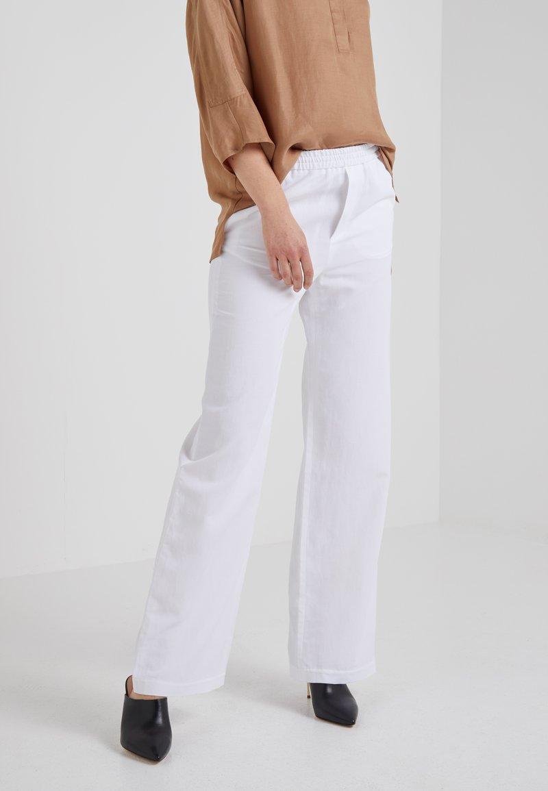 Filippa K - PHOEBE TROUSERS - Pantalon classique - white