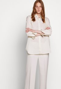 Filippa K - HUTTON TROUSERS - Bukser - ivory - 3