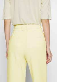 Filippa K - HUTTON TROUSERS - Trousers - faded yell - 5