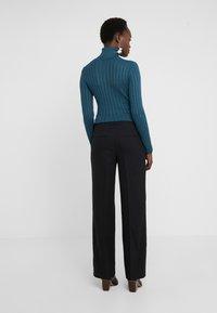 Filippa K - HUTTON TROUSER - Trousers - black - 2