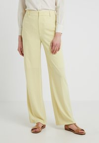 Filippa K - HUTTON CREPE TROUSER - Trousers - wax - 0