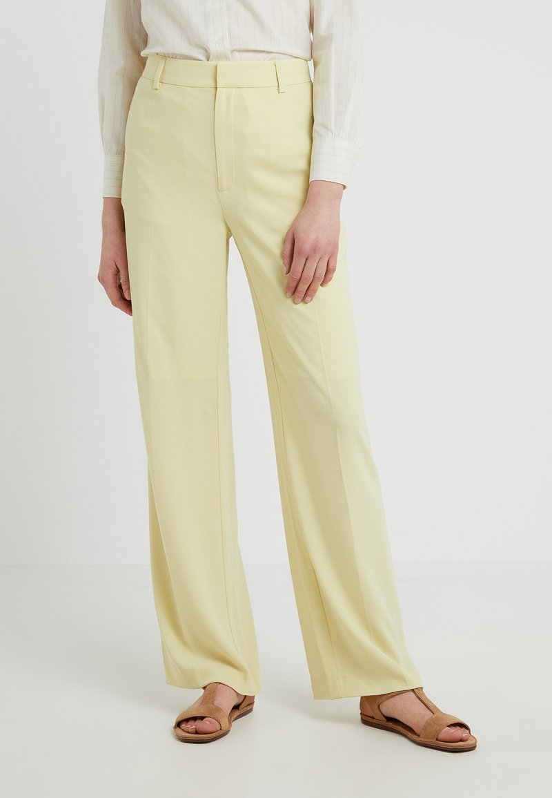 Filippa K - HUTTON CREPE TROUSER - Trousers - wax