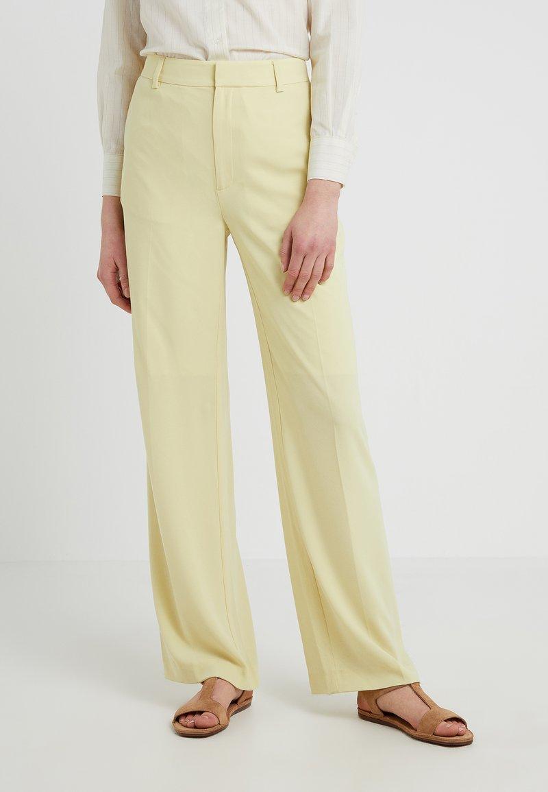 Filippa K - HUTTON CREPE TROUSER - Pantalon classique - wax