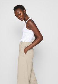 Filippa K - KARLIE TROUSER - Spodnie materiałowe - grey beige - 3