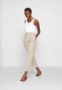 Filippa K - KARLIE TROUSER - Spodnie materiałowe - grey beige - 1