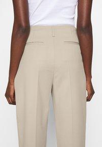 Filippa K - KARLIE TROUSER - Spodnie materiałowe - grey beige - 6