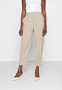 Filippa K - KARLIE TROUSER - Spodnie materiałowe - grey beige - 0