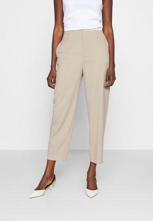 KARLIE TROUSER - Spodnie materiałowe - grey beige