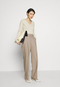 Filippa K - JULIE TROUSER - Broek - beige - 1