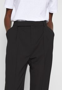 Filippa K - JULIE TROUSER - Pantaloni - black - 4