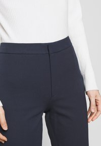 Filippa K - TROUSER - Chinot - navy - 4
