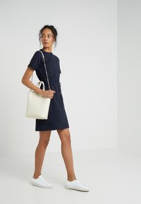 Filippa K - CREW NECK  DRESS - Žerzejové šaty - navy - 1