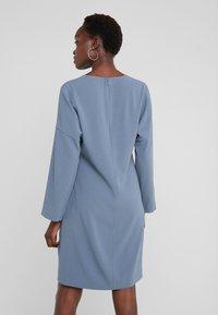 Filippa K - MEGHAN DRESS - Hverdagskjoler - blue grey - 2