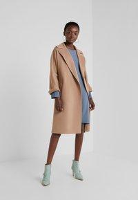 Filippa K - MEGHAN DRESS - Hverdagskjoler - blue grey - 1