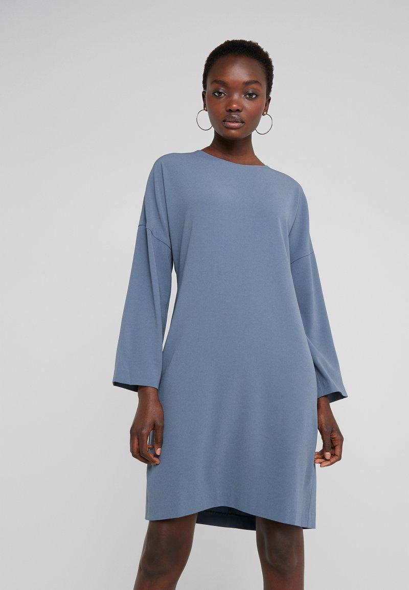 Filippa K - MEGHAN DRESS - Freizeitkleid - blue grey