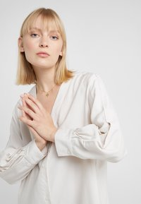 Filippa K - ISOBEL SHIRT DRESS - Shirt dress - ivory - 4