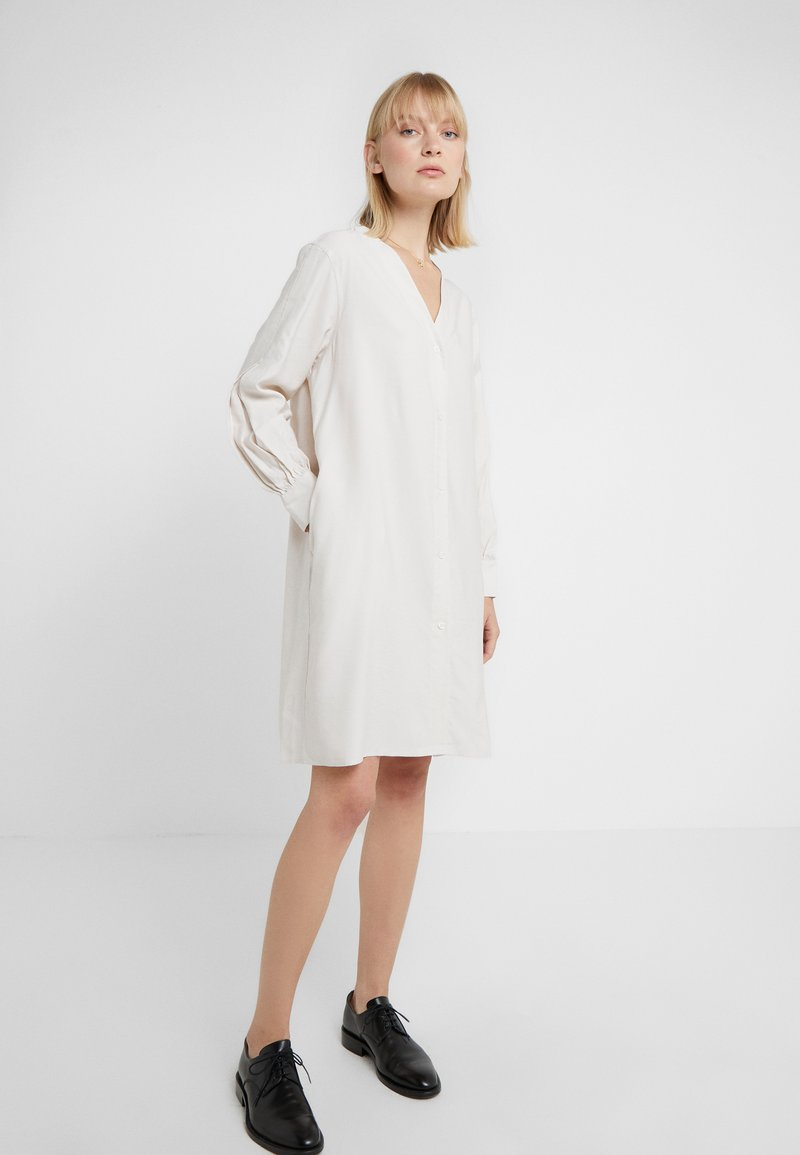 Filippa K - ISOBEL SHIRT DRESS - Shirt dress - ivory
