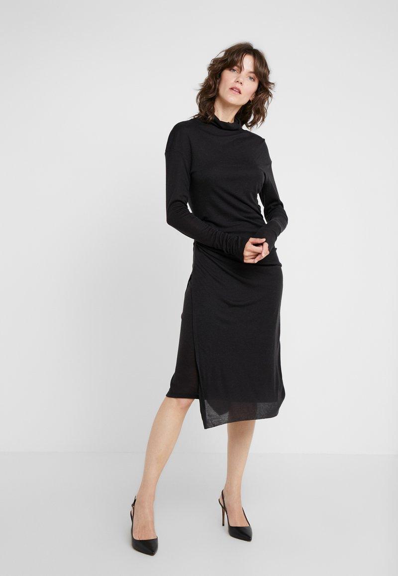 Filippa K - CELIA DRESS - Strickkleid - charcoal