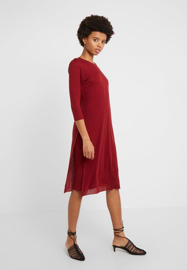 Stickad klänning - pure red