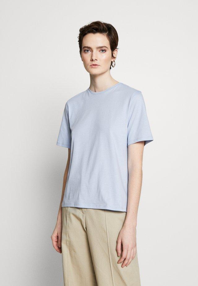 CREW NECK TEE - T-shirt - bas - ice blue