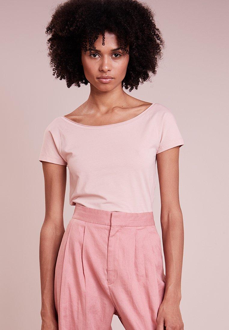 Filippa K - BALLERINA STYLE CAP SLEEVE - Camiseta básica - petal