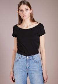 Filippa K - BALLERINA STYLE CAP SLEEVE - T-shirt basique - black - 0