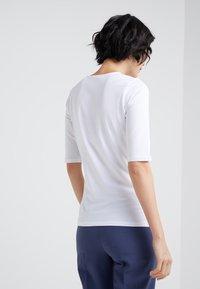 Filippa K - STRETCH ELBOW SLEEVE - Basic T-shirt - white - 2