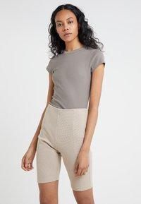 Filippa K - T-shirt basic - magnetite - 0
