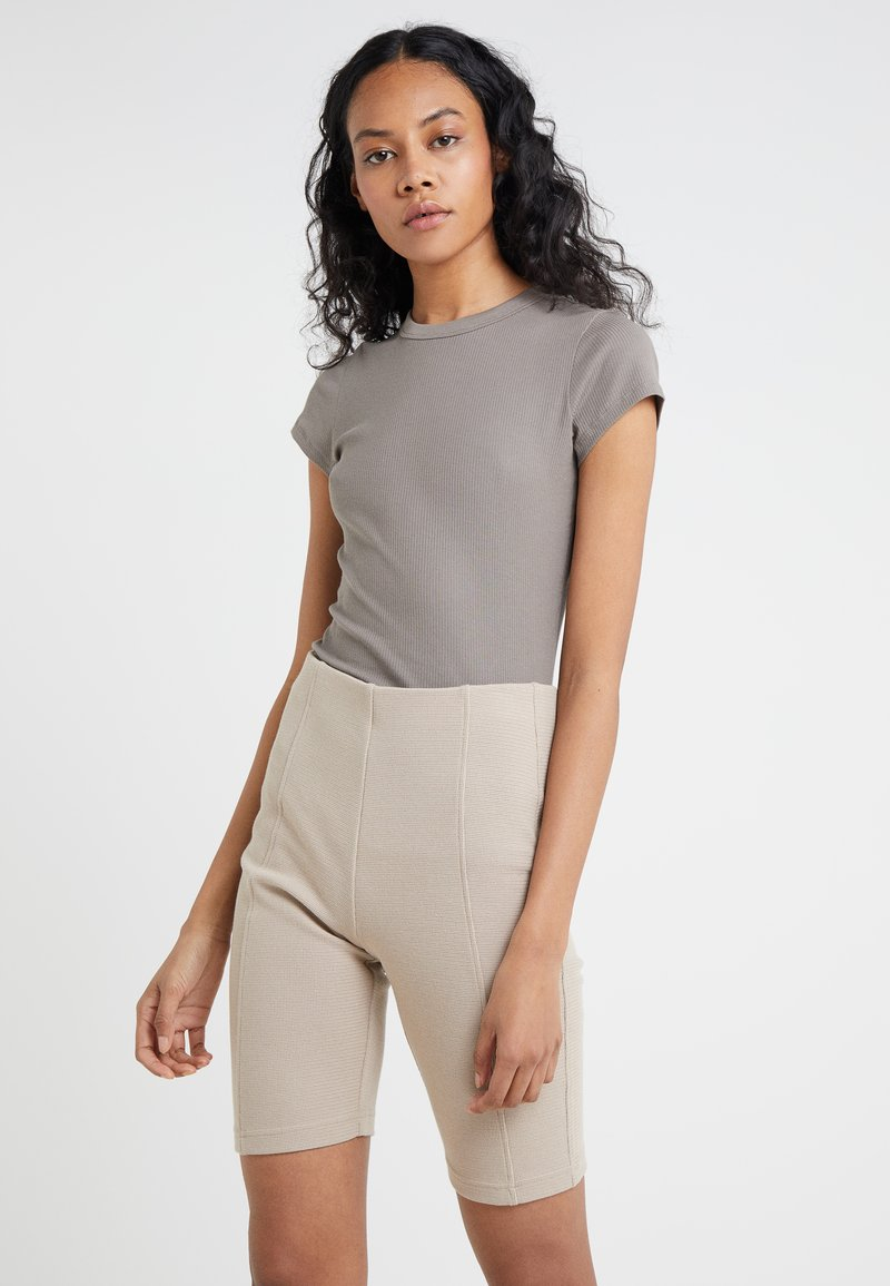 Filippa K - T-Shirt basic - magnetite
