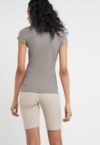 Filippa K - T-shirts - magnetite - 2