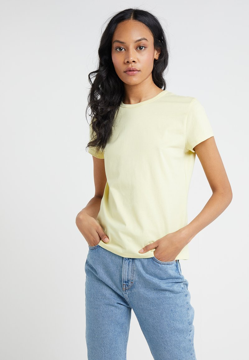 Filippa K - FLARED CAP SLEEVE - T-shirt basic - wax